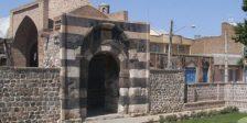 دروازه سنگی (قالا قاپیسی)