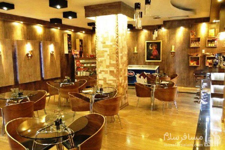 سالن غذاخوری هتل آپادانا مشهد