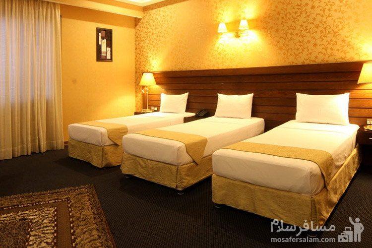 اتاق سهتخته هتل توحید نوین مشهد