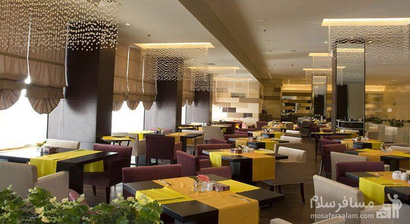 هتل پارسیان آزادی تهران صبحانه خوری