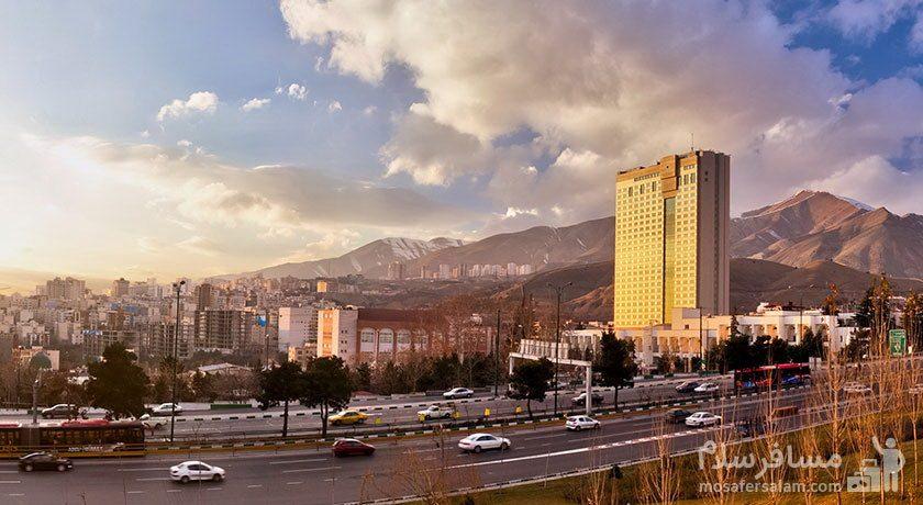 هتل پارسیان آزادی در تقاطع