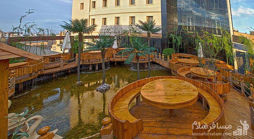 رستوران و چایخانه برکه هتل درویشی مشهد
