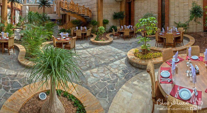 عکس هوایی از رستوران روف گاردن هتل درویشی