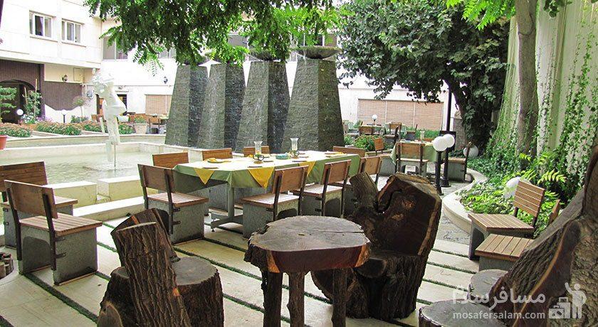 فضای باز رستوران هتل تهران مشهد