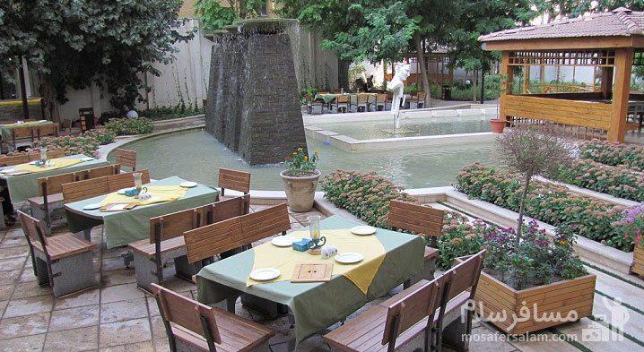 رستوران فضای باز هتل تهران