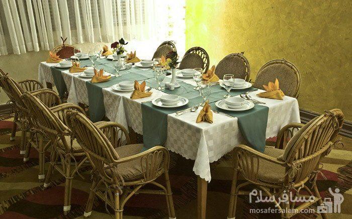 میز دهنفره هتل شایگان کیش