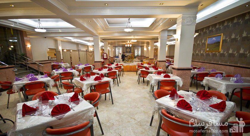 نمایی از رستوران هتل مشهد