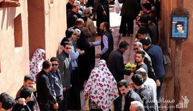 پذیرایی از عزادارن حسینی در ابیانه