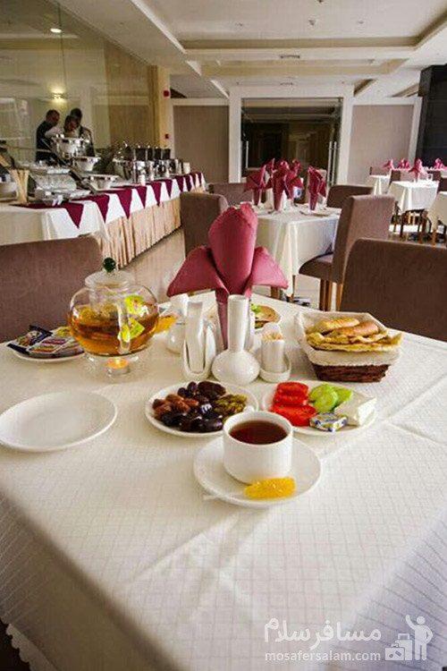 سالن غذاخوری هتل حیات شرق مشهد