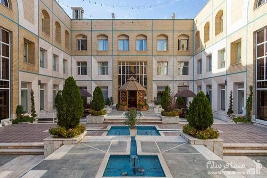 محوطه هتل قصرالضیافه مشهد