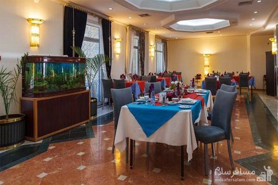 سالن غذاخوری هتل قصرالضیافه مشهد