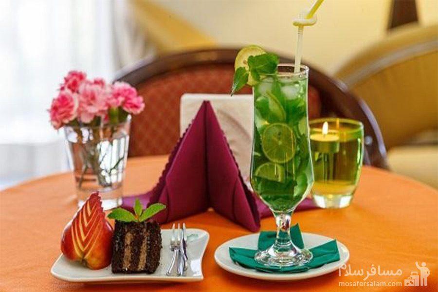 نوشیدنی سرد هتل قصرالضیافه مشهد