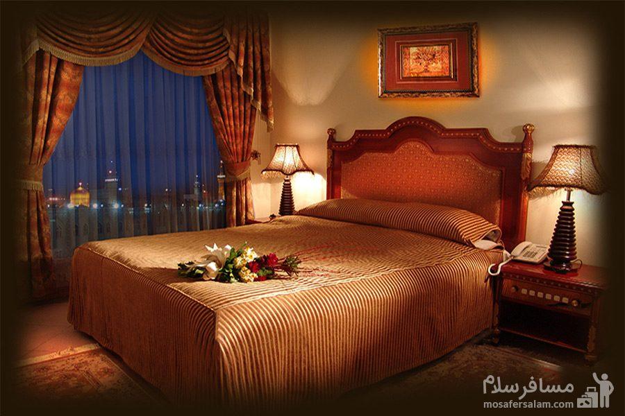 اتاق نور هتل قصرالضیافه مشهد
