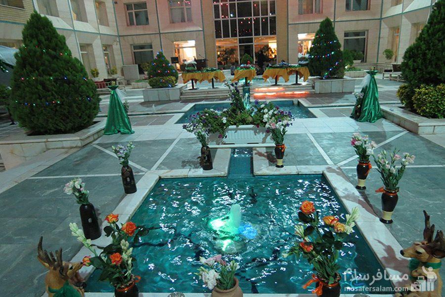 حوض هتل قصرالضیافه مشهد