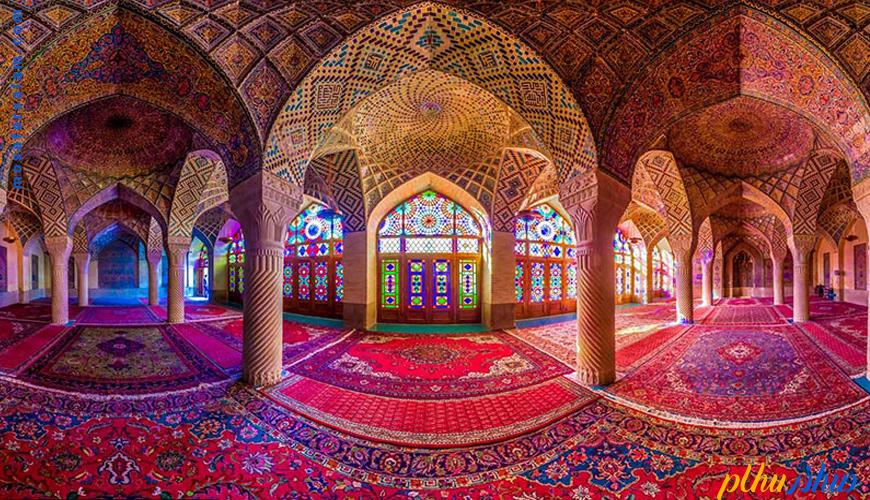 """مسجد نصیرالملک """"دنیایی به لطافت نور و رنگ"""""""