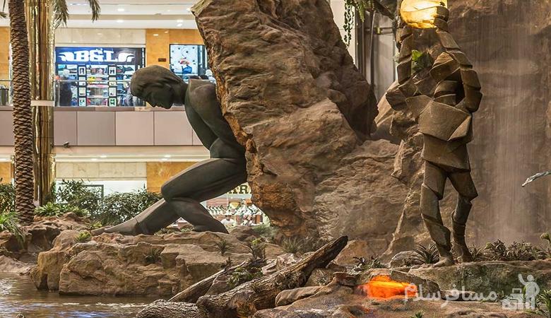 مجسمه ی بار امانت مرکز خرید آرمان مشهد