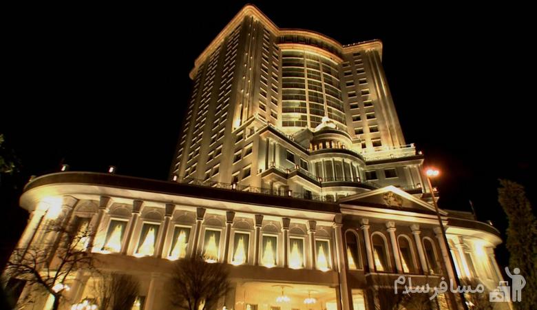 نمای بیرونی هتل قصر طلایی مشهد
