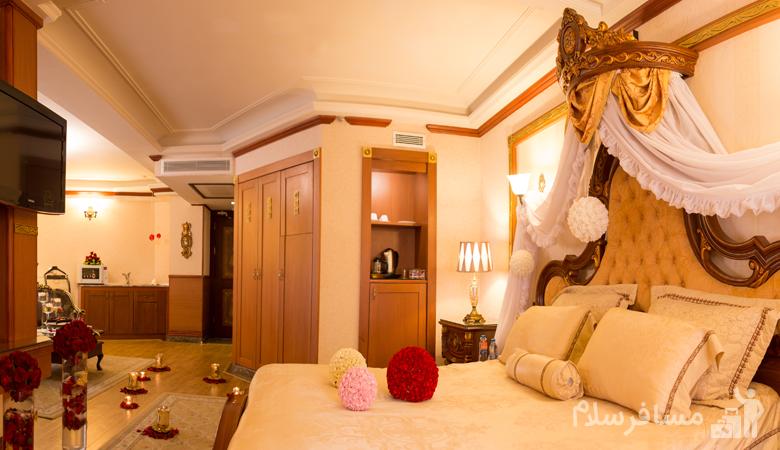 اتاق مخصوص عروس و داماد هتل قصر طلایی مشهد