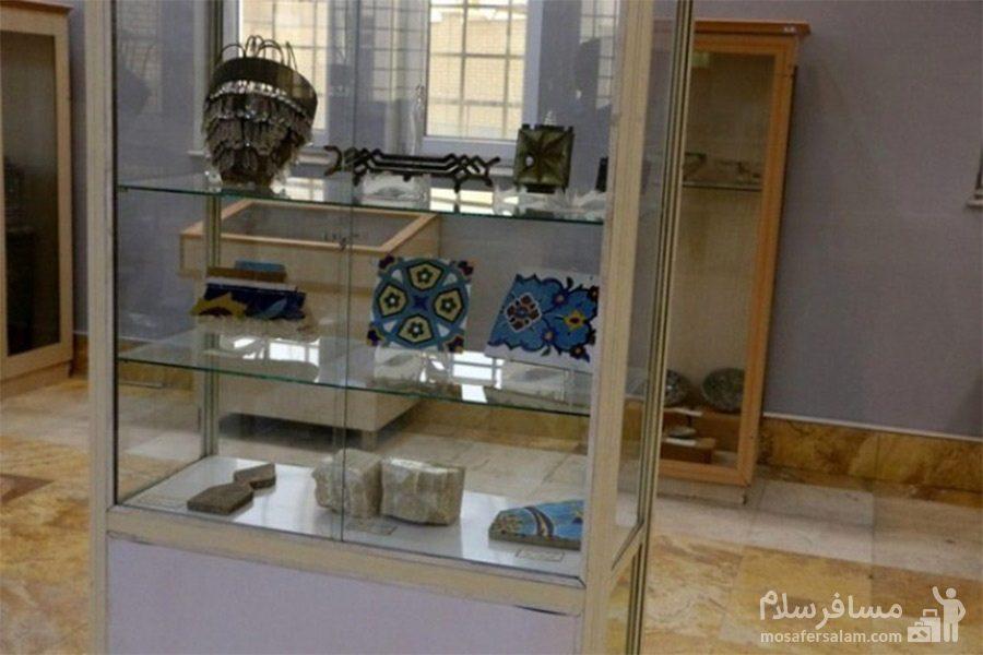 اشیای داخل موزه ی آبادان