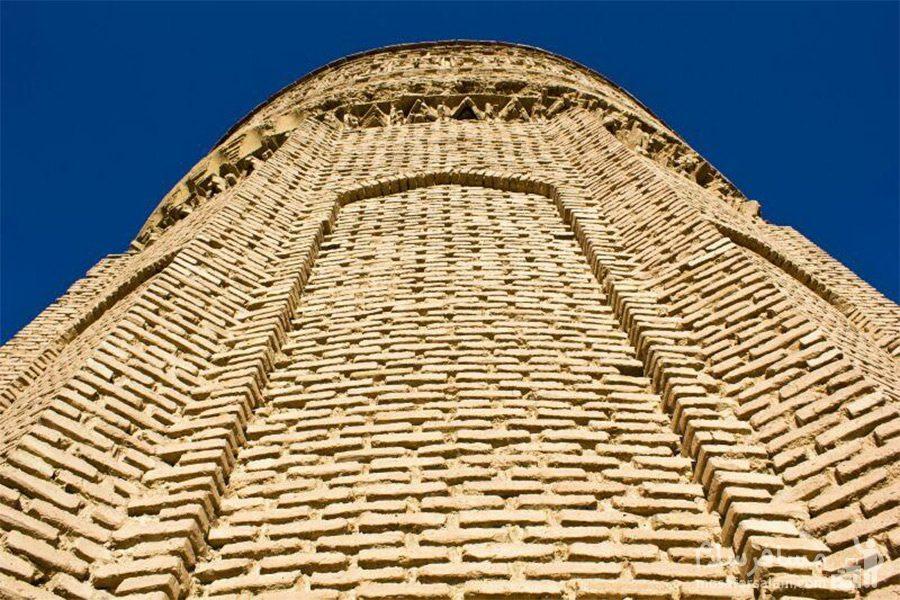 آجرکاری برج طغرل