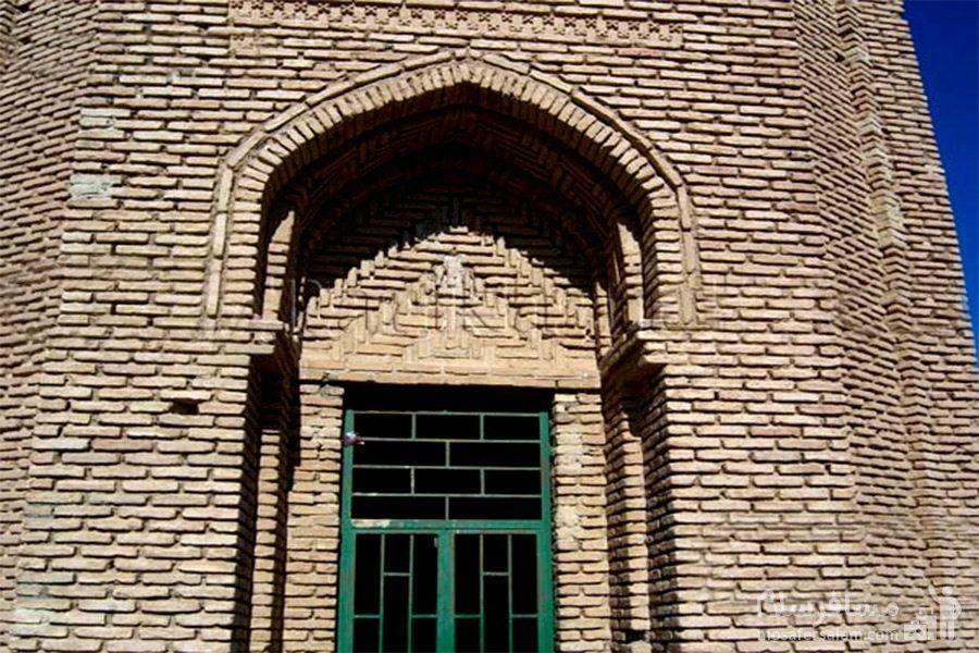 درب ورودی برج طغرل (برج مهماندوست)