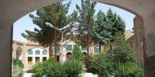 حیاط مدرسه موسویه