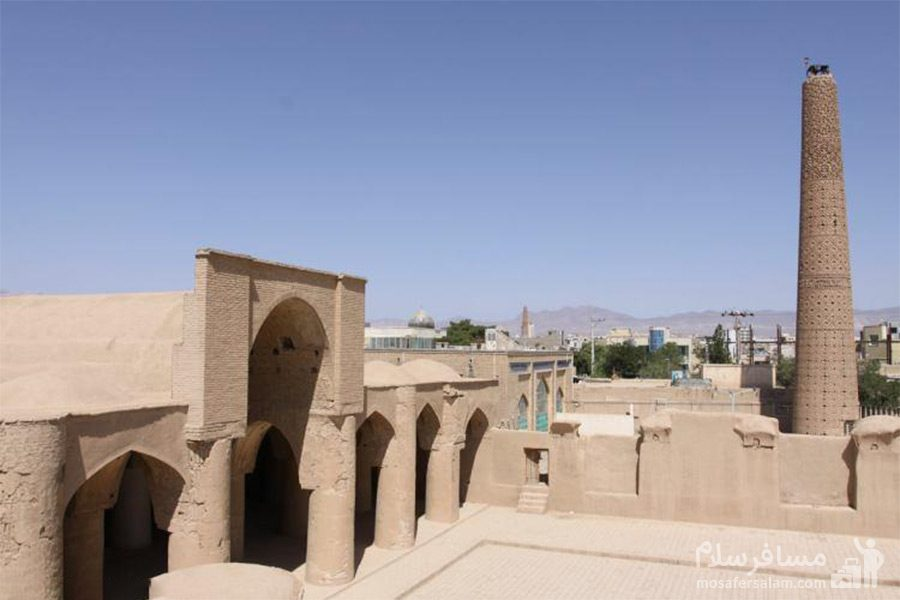 مسجد تاریخانه و مناره بلند آن
