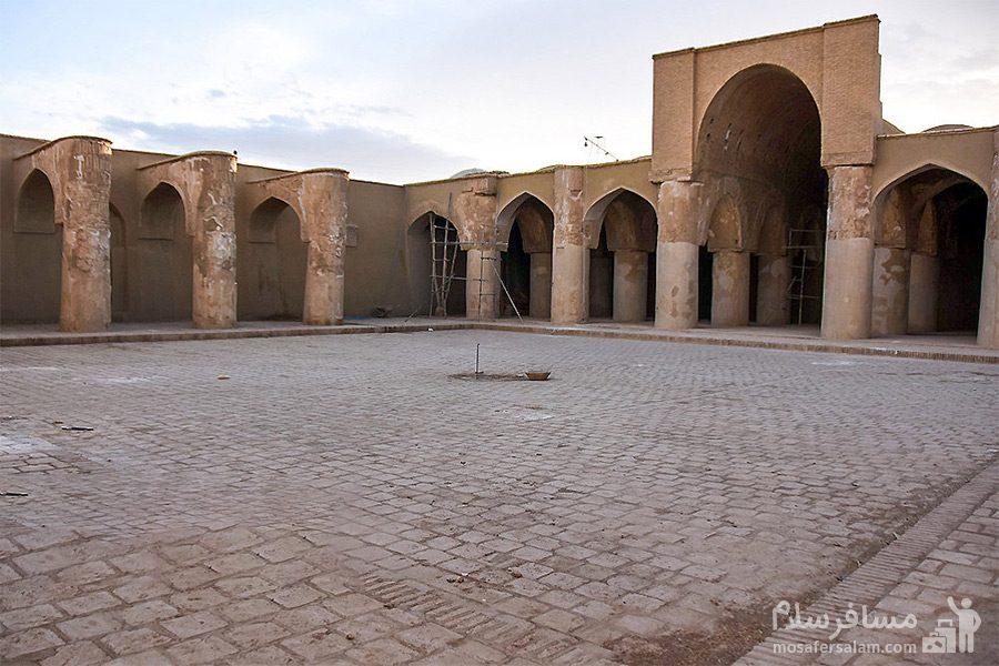 حیاط مسجد تاریخانه