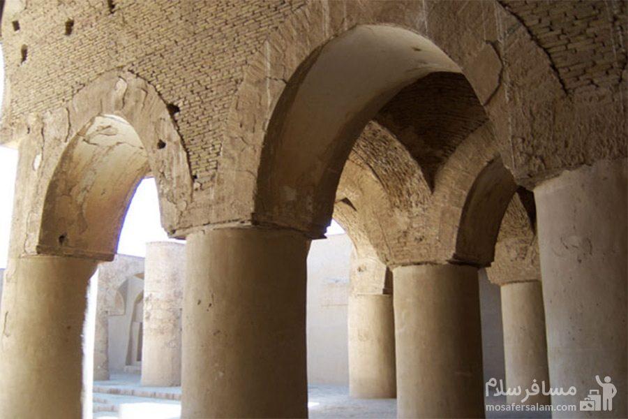 ستون های مسجد تاریخانه دامغان