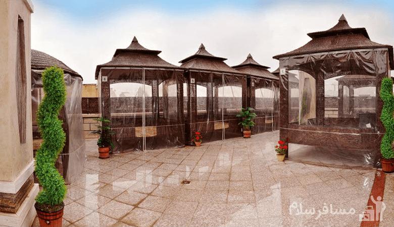 کافه بام هتل منجی مشهد