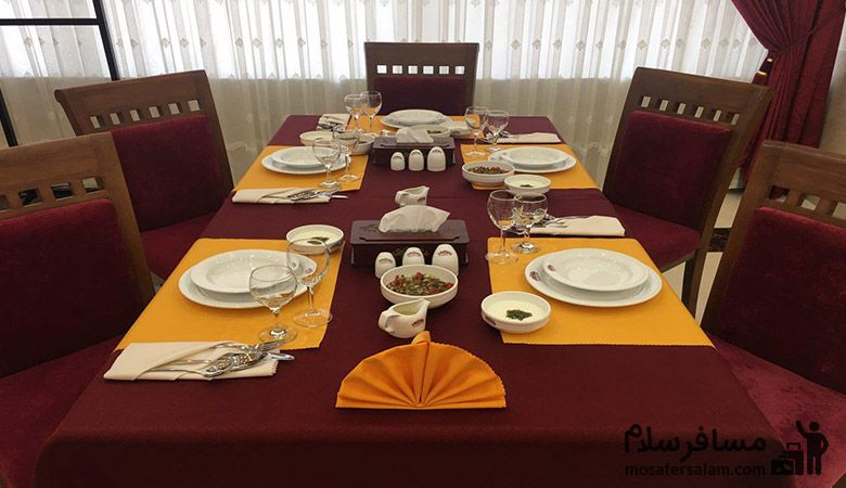 میز رستوران هتل پارسیس مشهد