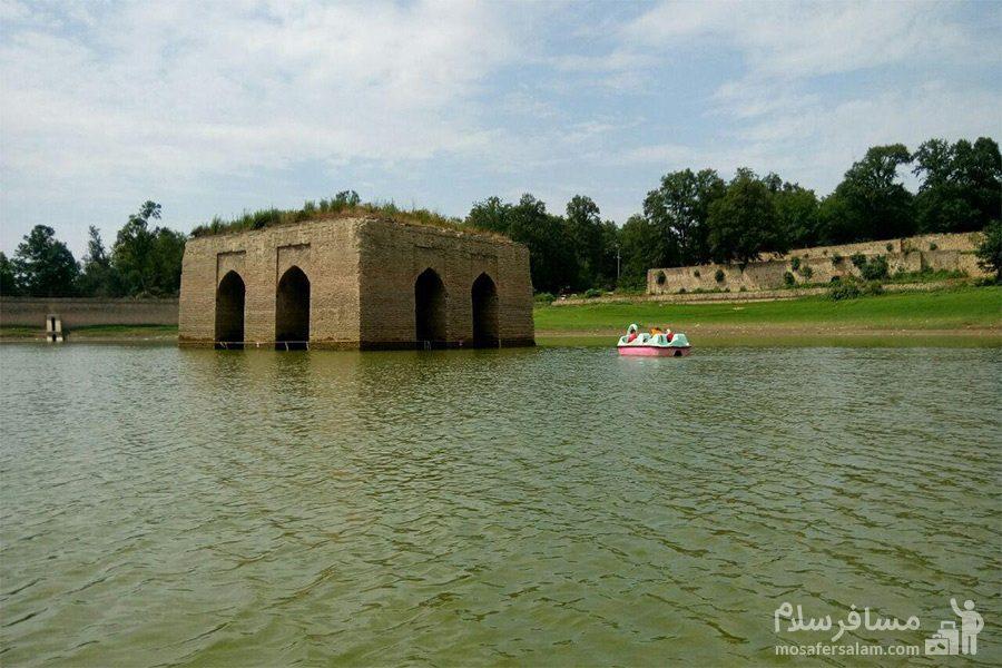 قایق سواری در دریاچه عباس آباد