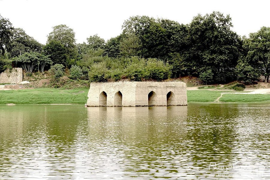 پر آبی دریاچه عباس آباد