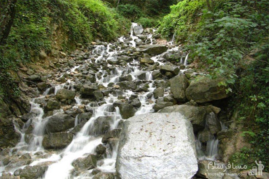 آبشار سمبی در روستا یخکش