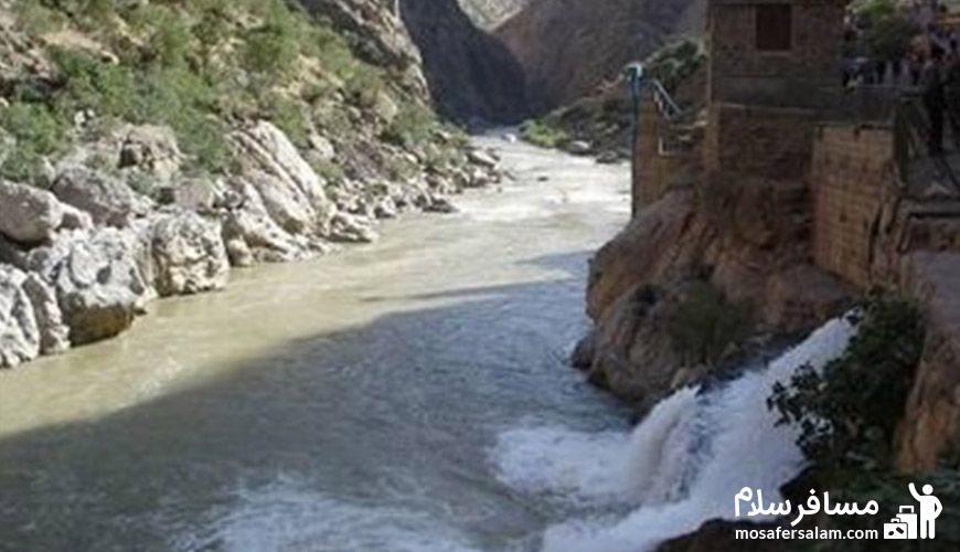 رودخانه درنزدیکی آبشار گویله