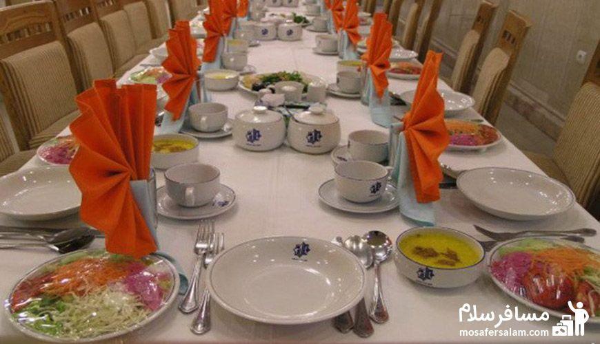 میز غذا رستوران هتل نور مشهد