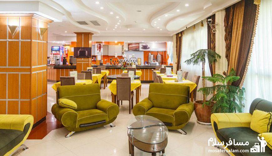 نمایی دیگر از کافی شاپ هتل نور مشهد
