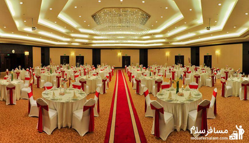 تالار زرین هتل پارسیان آزادی