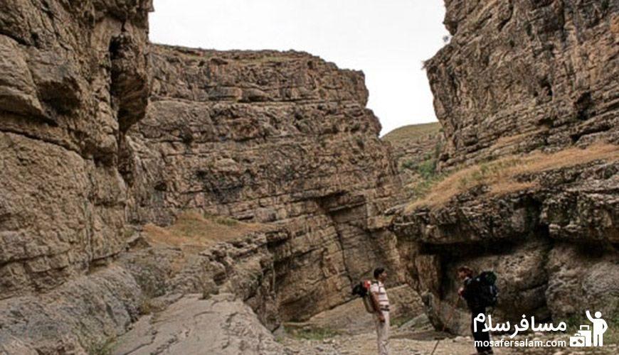 گشت و گذار مردم در دره شمخال