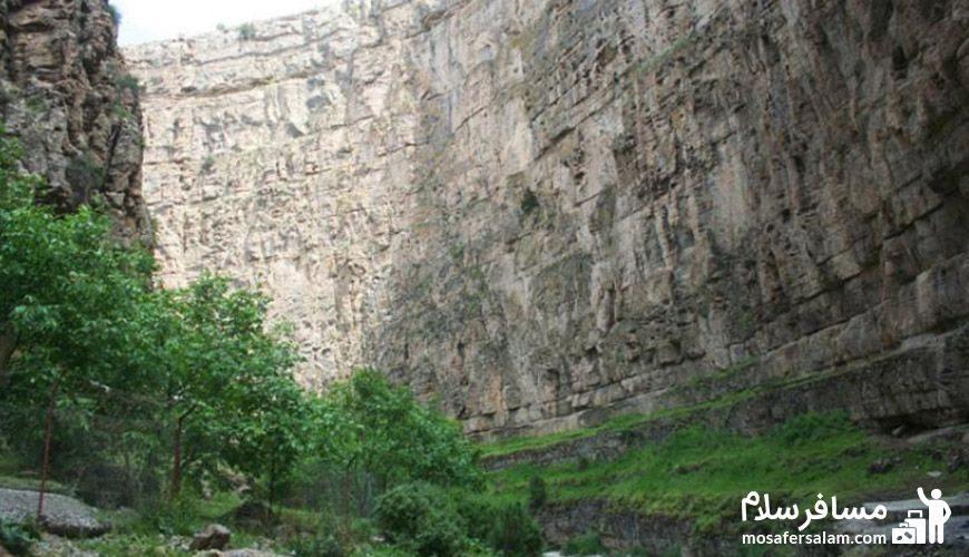 منظره ای از کوههای دره شمخال