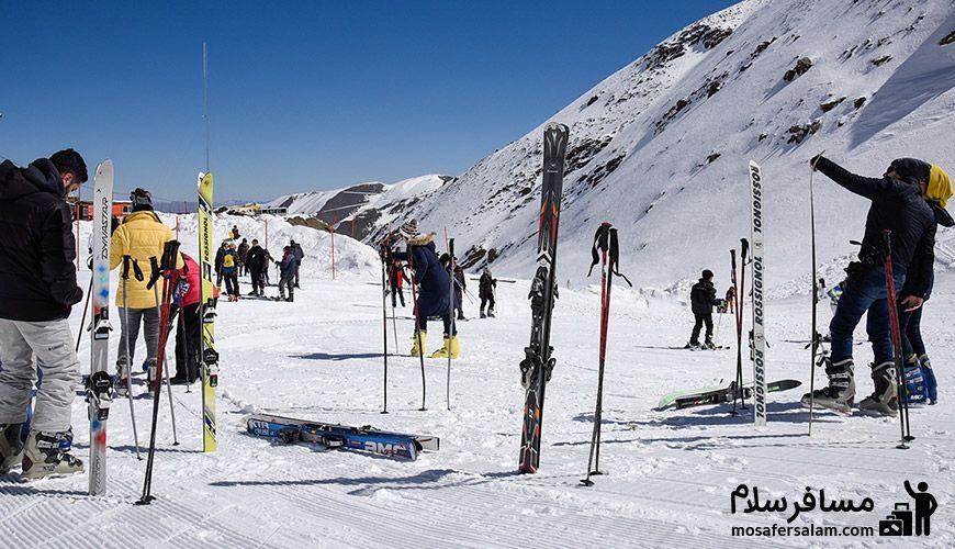 علاقه مندان در پیست اسکی