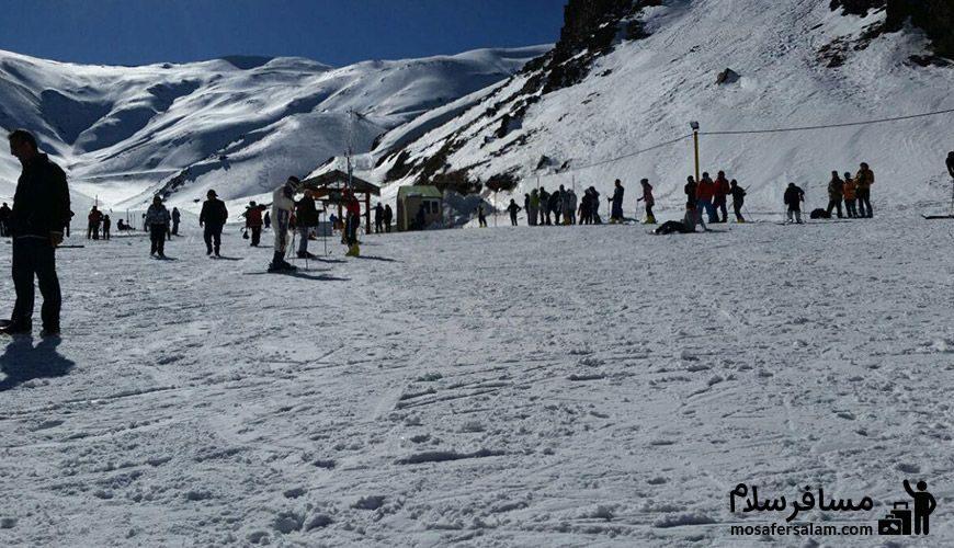 نمایی دور از پیست اسکی
