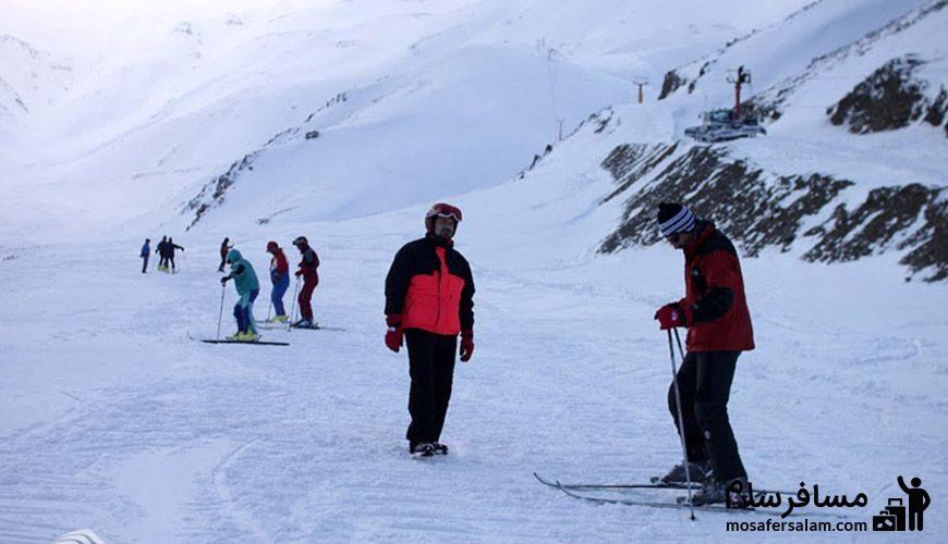 اسکی علاقه مندان در پیست اسکی