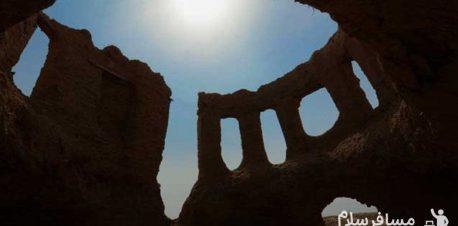 نمایی از داخل بقایای مسجد تابران توس