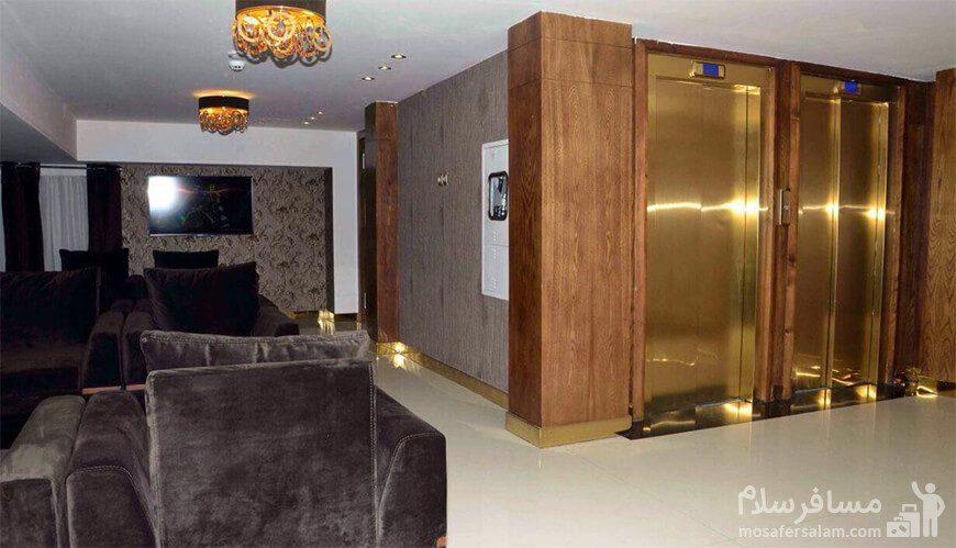 نمایی از لابی هتل جواهر شرق مشهد