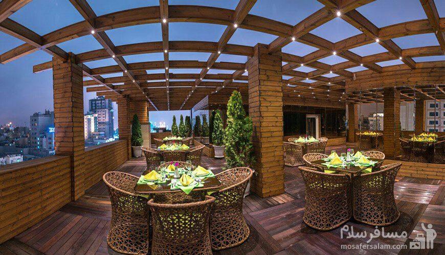رستوران فضای باز هتل جواهر شرق مشهد