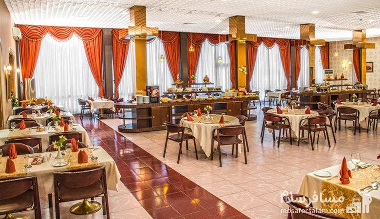 میز رستوران هتل انقلاب تهران، عکس هتل انقلاب تهران، رزرواسیون مسافرسلام