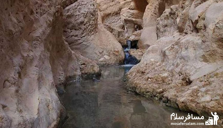 چشمه آبگرم محلات