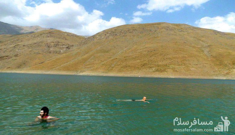 شنا در دریاچه تار