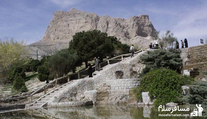 گردش مردم در کوه صفه